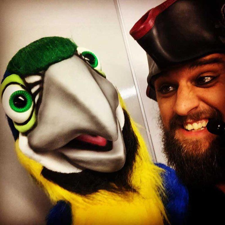 Gary Starr - Mega Macaw