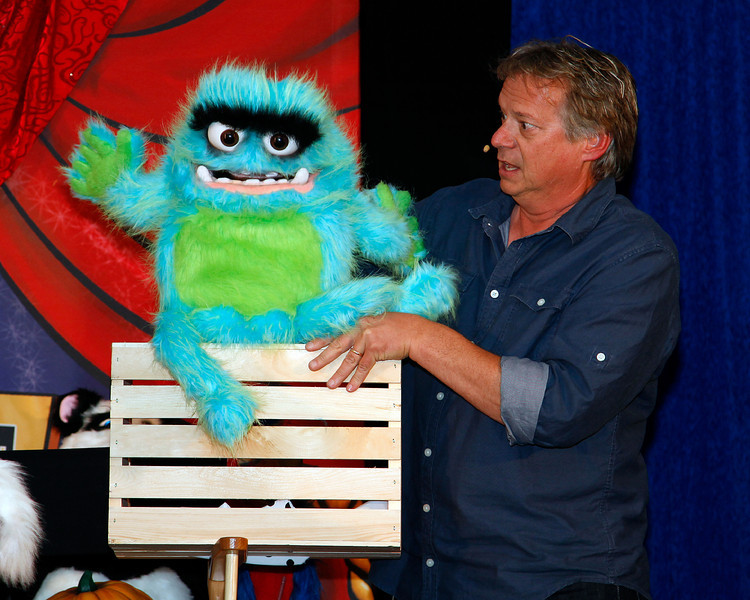 Beast Puppet at Kidabra 2