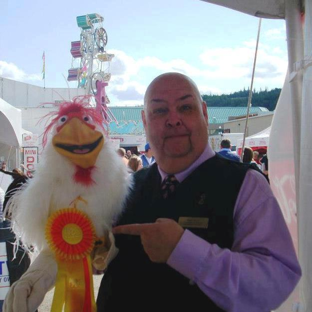 Neale Bacon wins a ribbon for his Chicken!