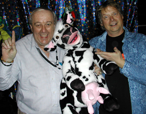 Mal Sanderson (UK) picks up a Crazy Cow in Blackpool.